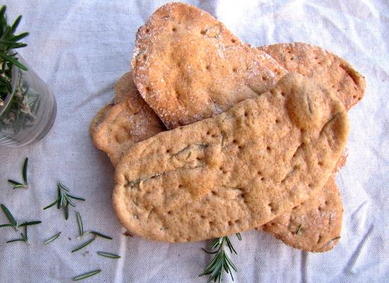 Crackers di grani antichi. Crackers al rosmarino