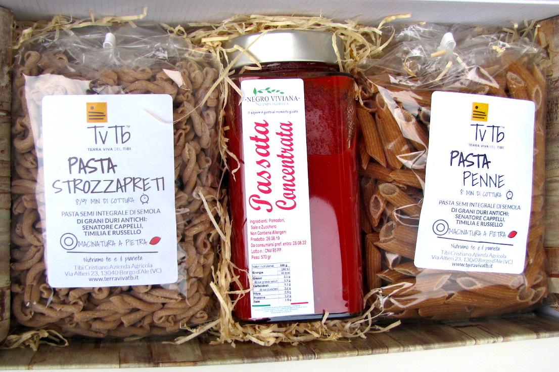 una-passata-di pomodoro-e-due confezioni-di pasta-TVTB